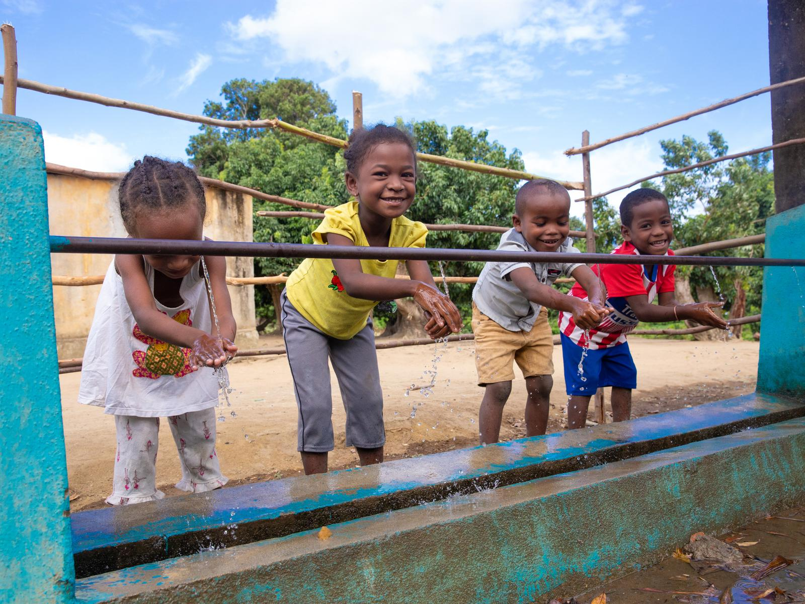 children and water in madagascar project unicef